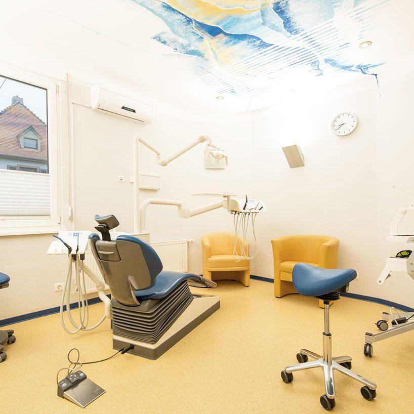 Zahnarzt in Bad Kreuznach - Zahnarztpraxis Kessler & Bruns - Behnadlungsraum